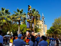 Castellers, torre umana in Castelldefels, Spagna fotografie stock