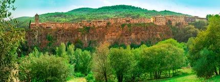 Castellfullit de la Roca, spanische Stadt in der Provinz von Gerona lizenzfreie stockfotos