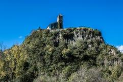 Castellfullit dzwonnica od drogi Obrazy Stock