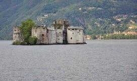 Castelli di Cannero Castillo de la isla en el lago Maggiore Imagen de archivo