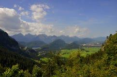 Castelli di Neuschwanstein di vista panoramica Immagini Stock Libere da Diritti