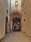 Castellina dans le chianti, Sienne, Toscane, Italie : la rue antique par l'intermédiaire du delle Volte photographie stock libre de droits