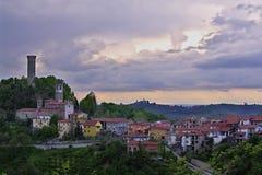 Castellino Tanaro, un petit village en Italie Photographie stock