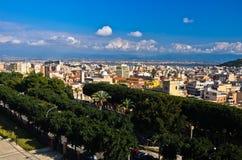 卡利亚里,撒丁岛宽全景从Castello墙壁的 免版税库存图片
