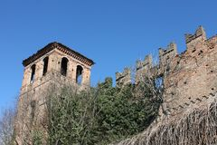 Castello abbandonatodi Pinarolo PÃ ² royaltyfri fotografi