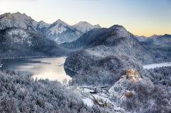 Castello ad orario invernale, alpi, Germania di Hohenschwangau fotografia stock