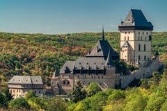 Castello antico medievale di Karlstejn, repubblica Ceca immagini stock libere da diritti