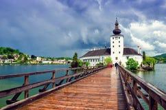 Castello austriaco di Schloss Ort nel lago Traunsee, in Gmunden Immagine Stock Libera da Diritti