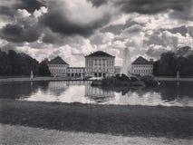Castello bavarese sotto le nuvole Fotografia Stock Libera da Diritti