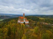 Castello Bouzov in repubblica Ceca - vista aerea Fotografia Stock