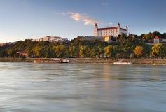 Castello a Bratislava e fiume Danubio Immagini Stock