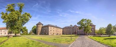 Castello in Butzbach, Germania sotto cielo blu fotografia stock libera da diritti