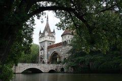 Castello, cancelli e ponticello di Vajdahunjad Fotografia Stock Libera da Diritti