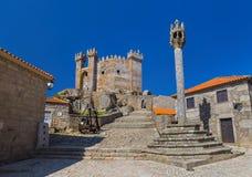 Castello in città Penedono - Portogallo fotografia stock
