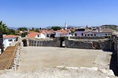 Castello con la vista della città - Smirne - Turchia di Sigacik Immagine Stock