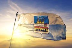Castello de commune de Borgo du tissu de tissu de textile de drapeau de République de Saint-Marin ondulant sur le brouillard supé illustration libre de droits
