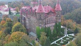 Castello del ¼ di KsiÄ… Å rivelare vista aerea stock footage