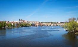 Castello del fiume la Moldava e di Praga Fotografia Stock Libera da Diritti
