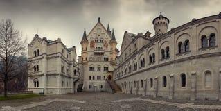 Castello del Neuschwanstein in alpi bavaresi Immagini Stock