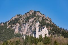 Castello del Neuschwanstein in alpi bavaresi, Germania Fotografia Stock