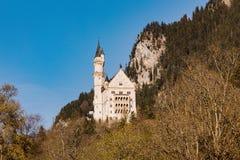 Castello del Neuschwanstein in alpi bavaresi, Germania Fotografie Stock Libere da Diritti