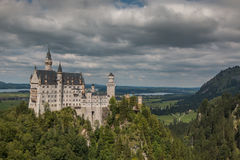 Castello del Neuschwanstein in alpi bavaresi Germania Immagine Stock