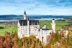 Castello del Neuschwanstein in autunno Germania, paesaggio della Baviera Immagini Stock