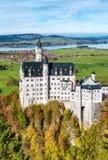Castello del Neuschwanstein in autunno Paesaggio della Baviera della Germania Fotografia Stock