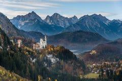 Castello del Neuschwanstein e castello di Hohenschwangau in autunno Immagini Stock