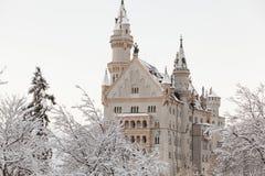 Castello del Neuschwanstein nel paesaggio di inverno Immagine Stock