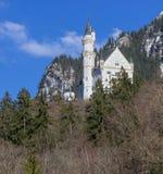 Castello del Neuschwanstein nelle alpi della Baviera Immagini Stock
