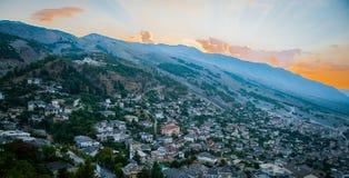 Castello 2016 dell'Albania Gjirokastra, vecchia città, vista alla città e moutains Fotografia Stock