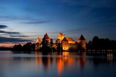 Castello dell'isola alla notte, Trakai, Lituania, Vilnius Fotografia Stock Libera da Diritti