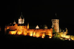 Castello della città di Altena alla notte immagine stock libera da diritti