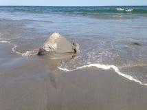 Castello della sabbia che lava via Immagine Stock