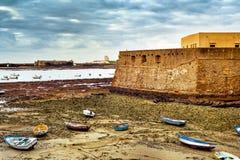 Castello della spiaggia di Caleta della La e di Santa Catalina a Cadice, Spagna Fotografie Stock