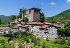 Castello della Verrucola菲维扎诺马萨卡拉拉意大利 免版税库存照片