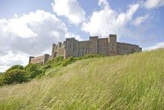 Castello di Bamburgh dal sud Fotografie Stock Libere da Diritti