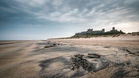 Castello di Bamburgh in Northumberlamd Inghilterra immagini stock libere da diritti