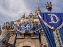Castello di bella addormentata a Fantasyland nel parco di Disneyland fotografia stock
