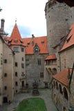 Castello di Bouzov, repubblica ceca immagini stock