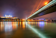 Castello di Bratislava e fiume di Danune in capitale della Slovacchia, Bratislava Fotografia Stock