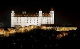Castello di Bratislava nella notte dopo ricostruzione Immagini Stock
