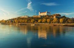 Castello di Bratislava, Parlamento ed il Danubio, Slovacchia Immagini Stock Libere da Diritti
