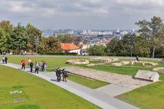 Castello di Bratislava di visita dei turisti, Slovacchia Fotografia Stock Libera da Diritti