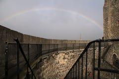 Castello di Carrickfergus con l'arcobaleno Fotografie Stock Libere da Diritti