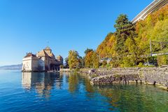 Castello di Chillon sul lago Lemano in montagne delle alpi, Montreux, Switz Immagine Stock