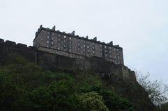 Castello di Edimburgo preso dall'angolo alternativo del Grassmarket Fotografie Stock Libere da Diritti