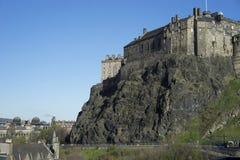 Castello di Edimburgo sul vulcano estinto immagine stock libera da diritti