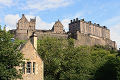 Castello di Edinburgh, Scozia, dall'ovest fotografia stock libera da diritti